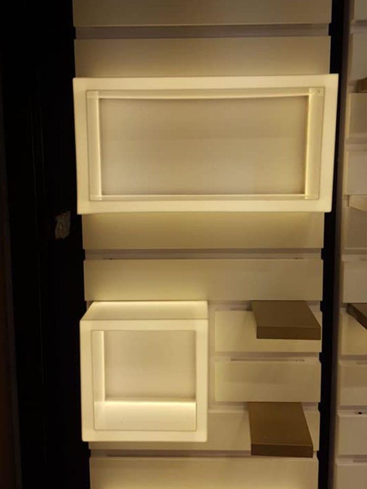 מניה גינס , קופסאות תאורה מפרספקס לבן + תאורה לבן חם סופר-פלסט מתקני תצוגה